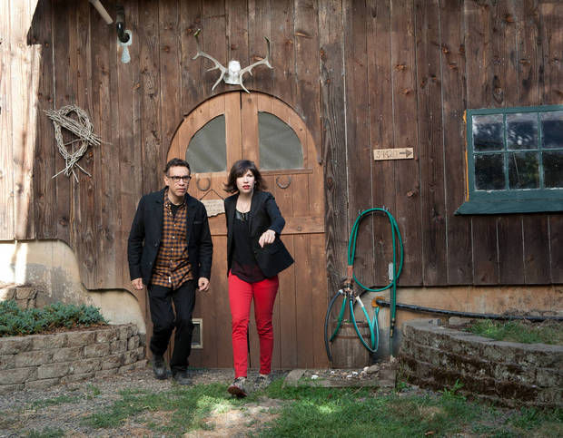 """Fred Armisen and Carrie Brownstein in the Season 3 finale episode of """"Portlandia."""" (Frank DiMarco/IFC)"""