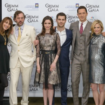 Bree Turner, Slias Weir Mitchell, Bitsie Tulloch, David Guintoli, Sasha Roiz and Claire Coffee at Grimm Gala. Photo credit: Andie Petkus Photography.